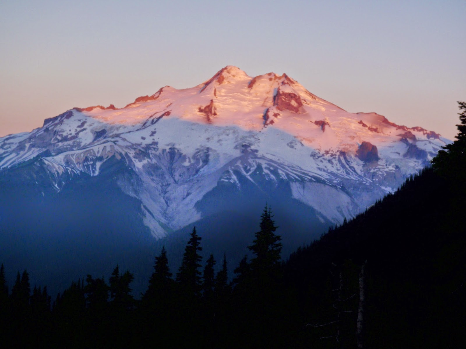 Sunrise on Glacier Peak from Buck Creek Pass @ Glacier Peak Wilderness