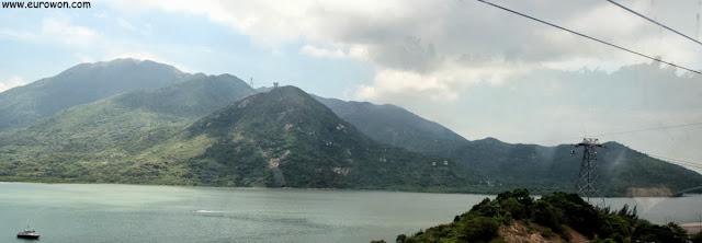 Vistas desde el teleférico que sube al Buda sentado de Lantau