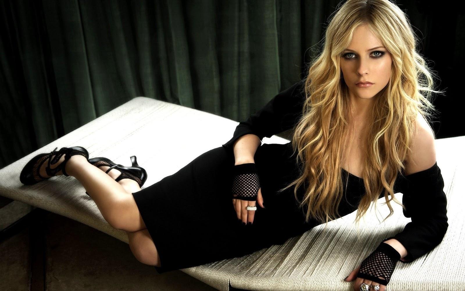 Avril lavigne black Tops