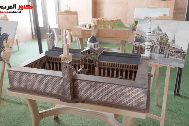 لاجئون سوريون يصممون نماذج مصغرة لمعالم تاريخية دمرها النظام !