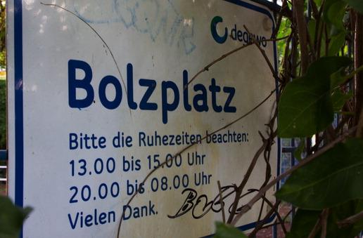 [Bild: 120901_114650_Bolzplatz_Schild.jpg]