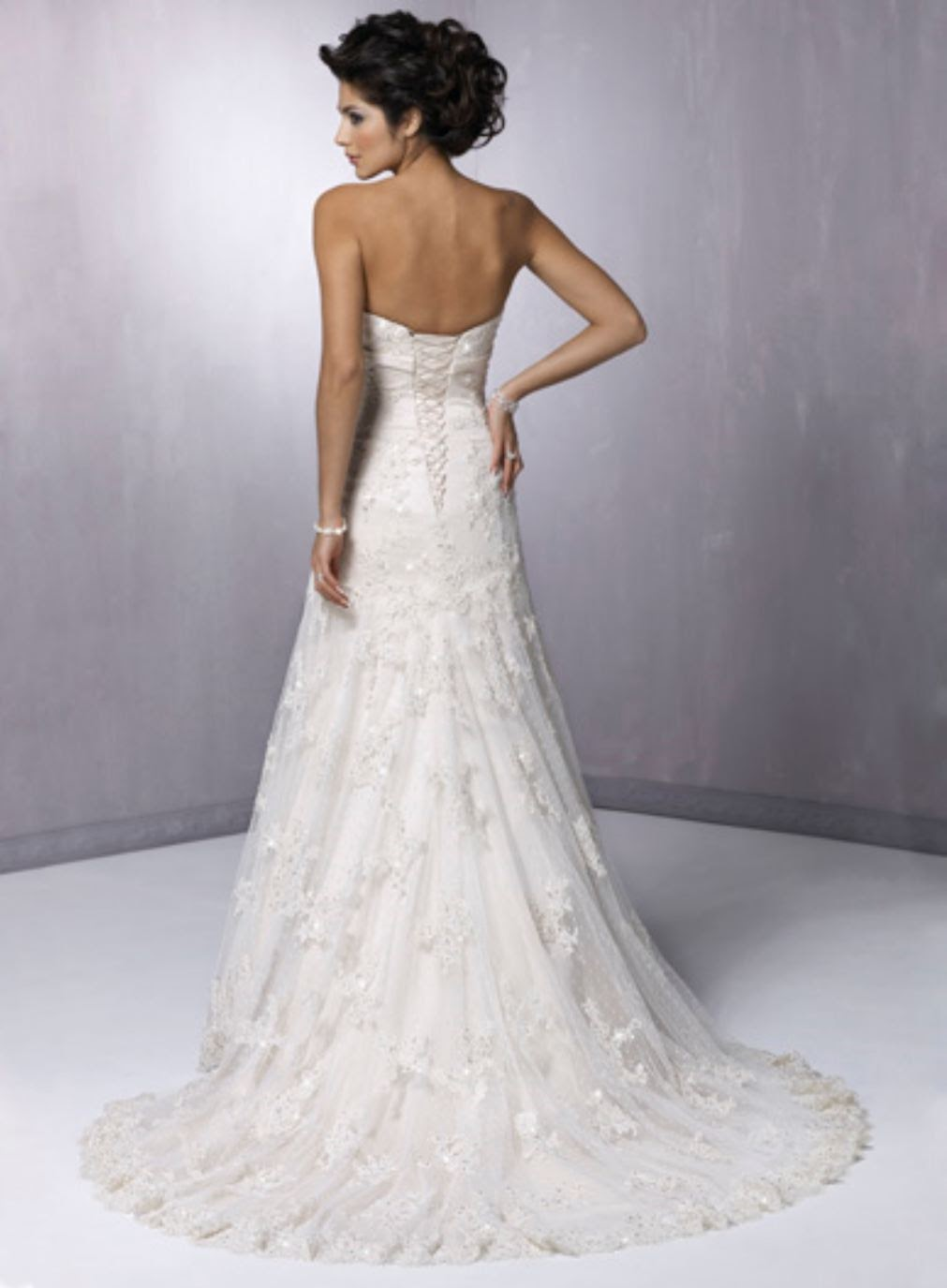 Boutique mix fashion kate moss 39 john galliano wedding for Wedding dresses lace strapless