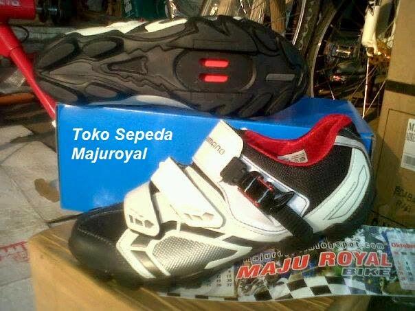 Sepatu Sepeda Shimano M088