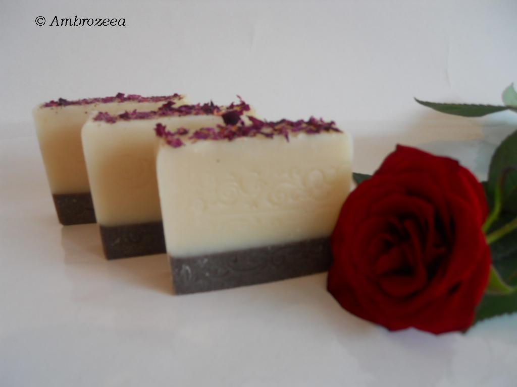 Sapun natural cu petale de trandafiri Essence d'Amour