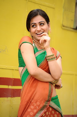 aksha in saree glamour  images