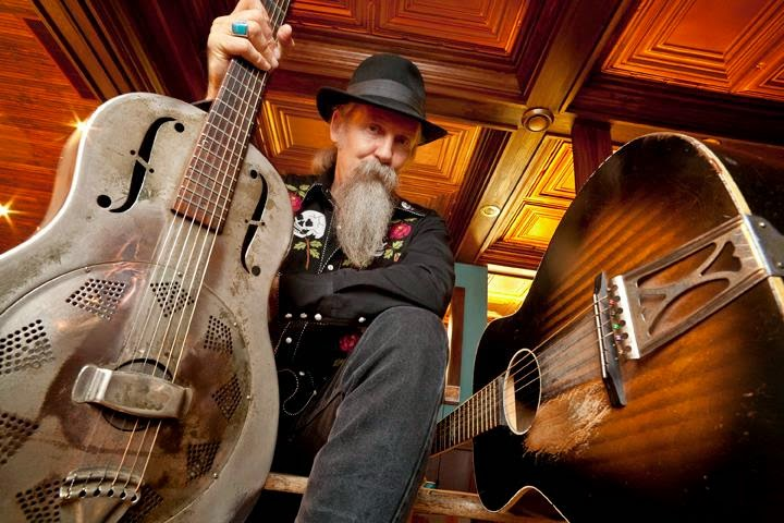 Doc MacLean w. guitars
