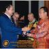 Bupati Nias Terima Penghargaan Citra Eksekutif Pembangunan Indonesia 2015 Dari Yayasan Nirwana Indonesia