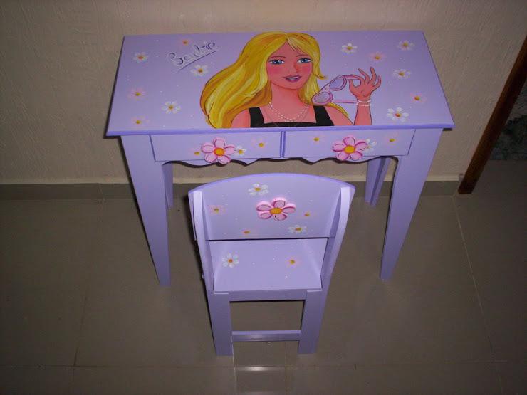 mesinha para estudo Barbie R$ 180,00