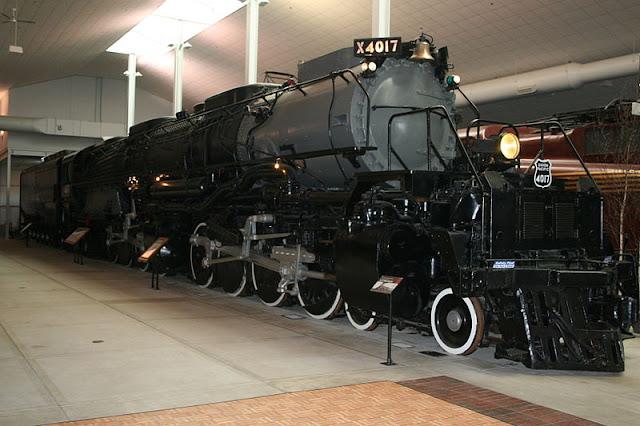 Gambar Kereta Api Lokomotif Uap Bigboy 4-8-8-4 4017 03