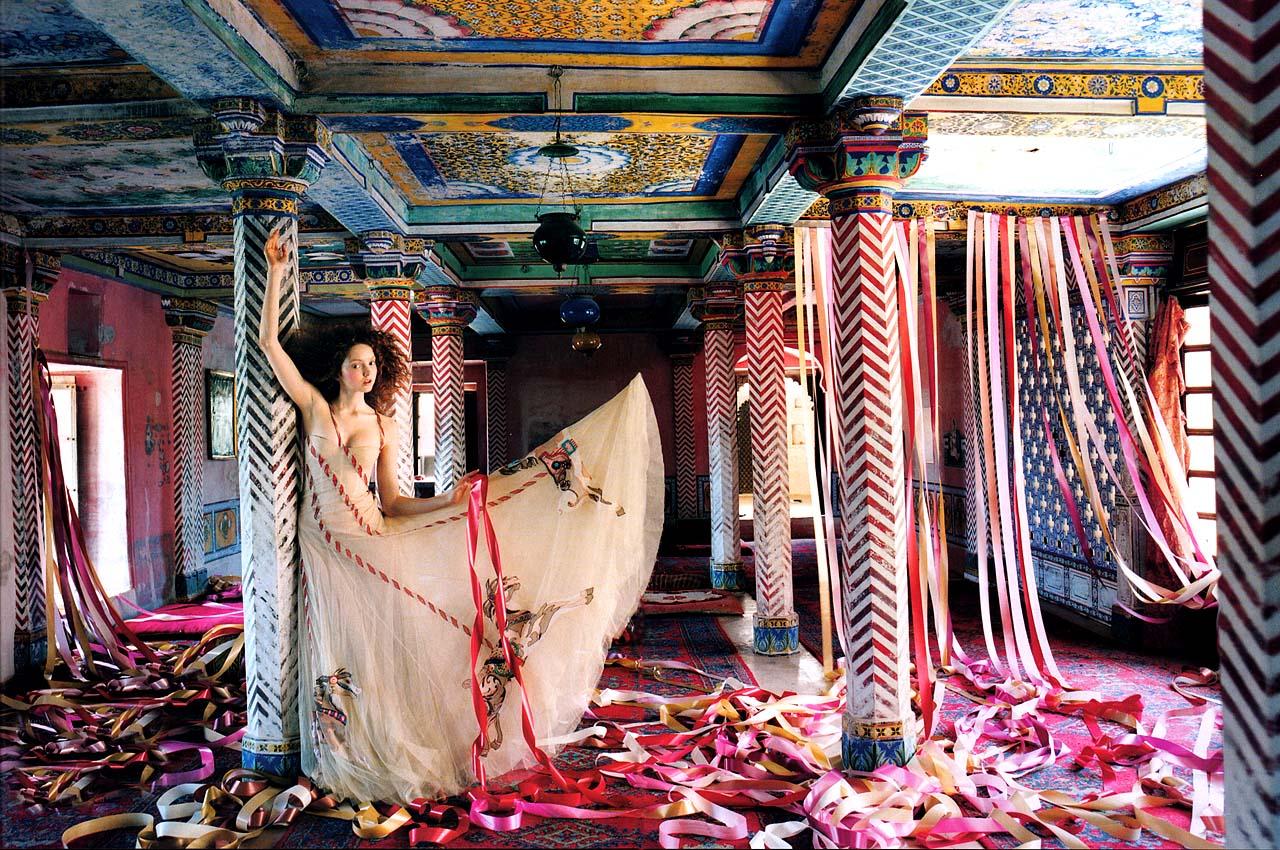 http://4.bp.blogspot.com/-hgD3U9g5rAA/TrKrPxpywnI/AAAAAAAAAhk/2W5a9Ft0_nw/s1600/Vogue-UK-July-2005-LilyTakesATrip-PhotosBy0TimWalker-ScannedBy-Zob-03.jpg