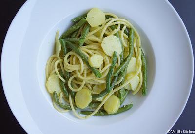 http://noplainvanillakitchen.blogspot.com/2012/09/pastasaucen-xiv-ligurische-pasta.html