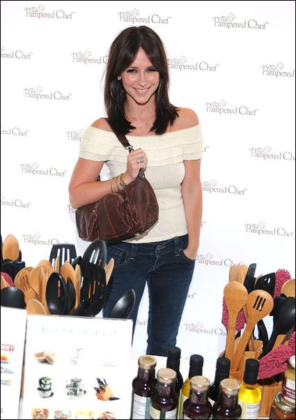 Jennifer Love Hewitt - Kari Feinstein Style Lounge in Los Angeles