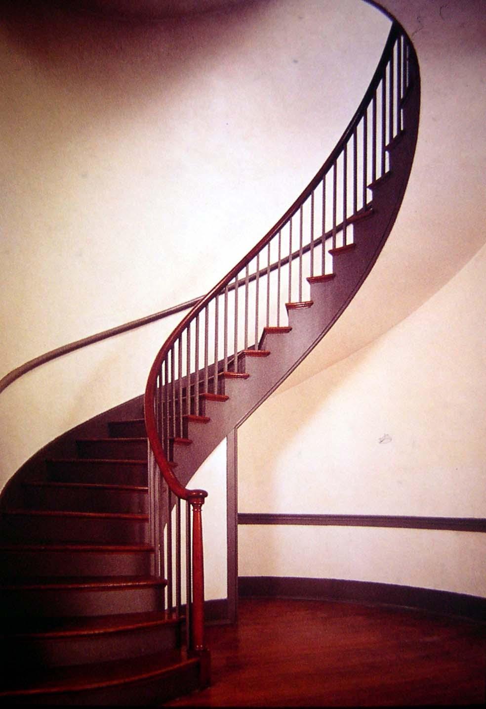 Peque as lecciones de dise o 92 ocho escaleras - Disenos de escaleras para casas pequenas ...