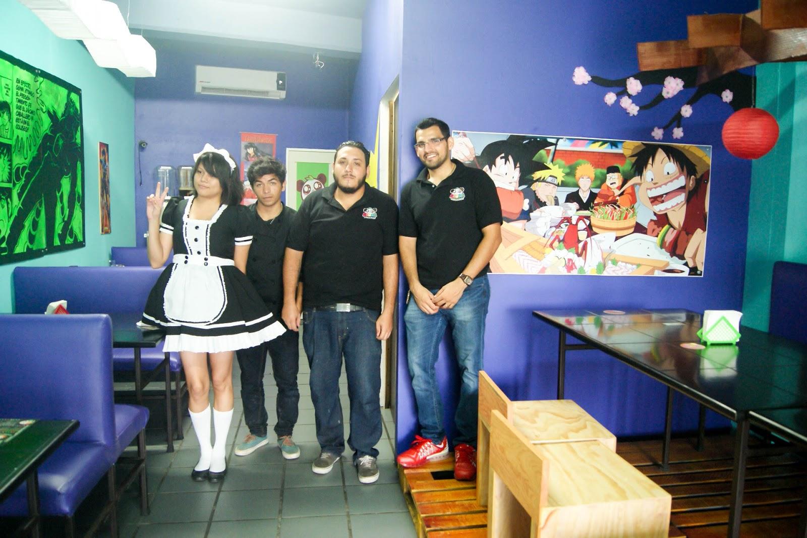 Ellos forman parte de este nuevo sushi, quien esta junto al cuadro de los comelones es Christan el dueño, con los chefs y la chica maid *w*