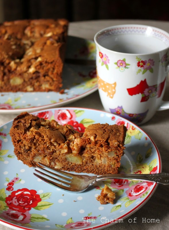 The Charm of Home: Apple Pie Bread
