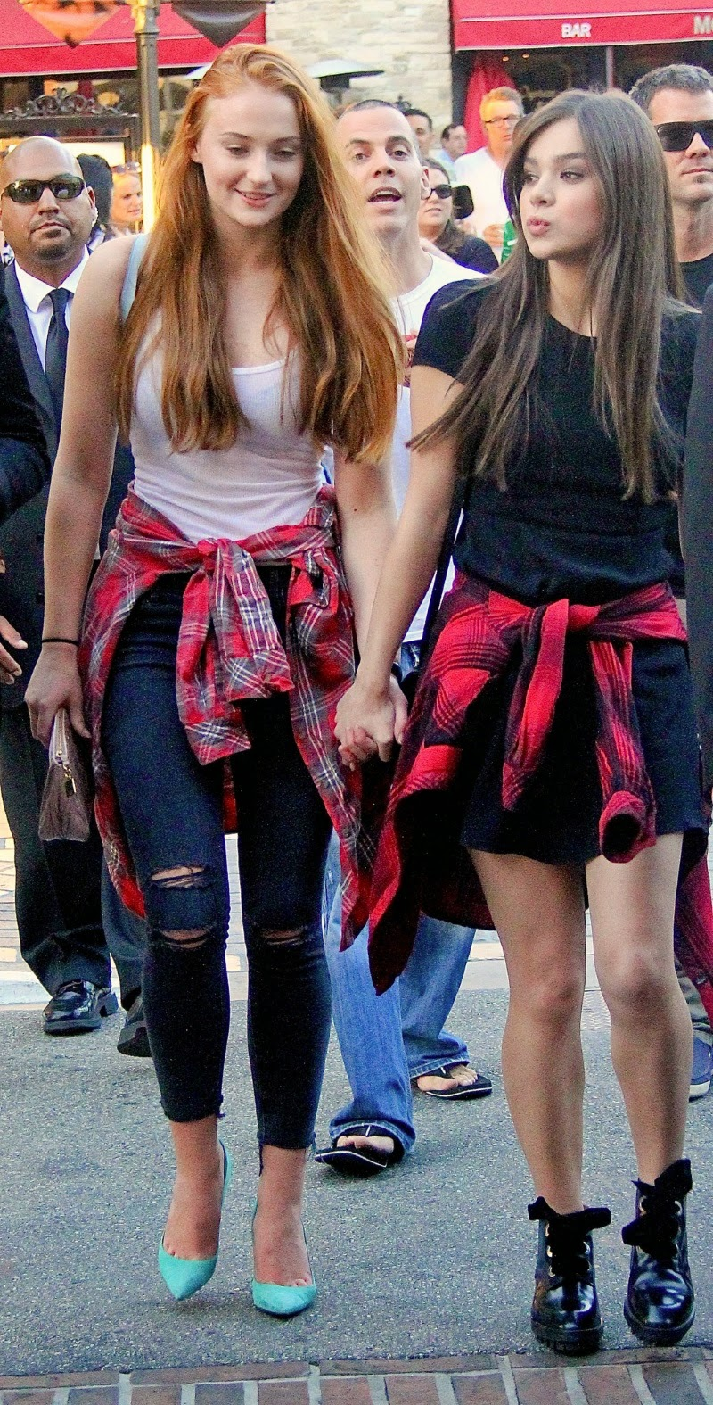 Hailee Steinfeld and Sophie Turner