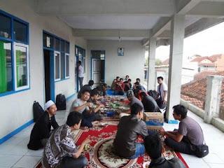 foto ketika makan bersama komunitas blogger tasikmalaya