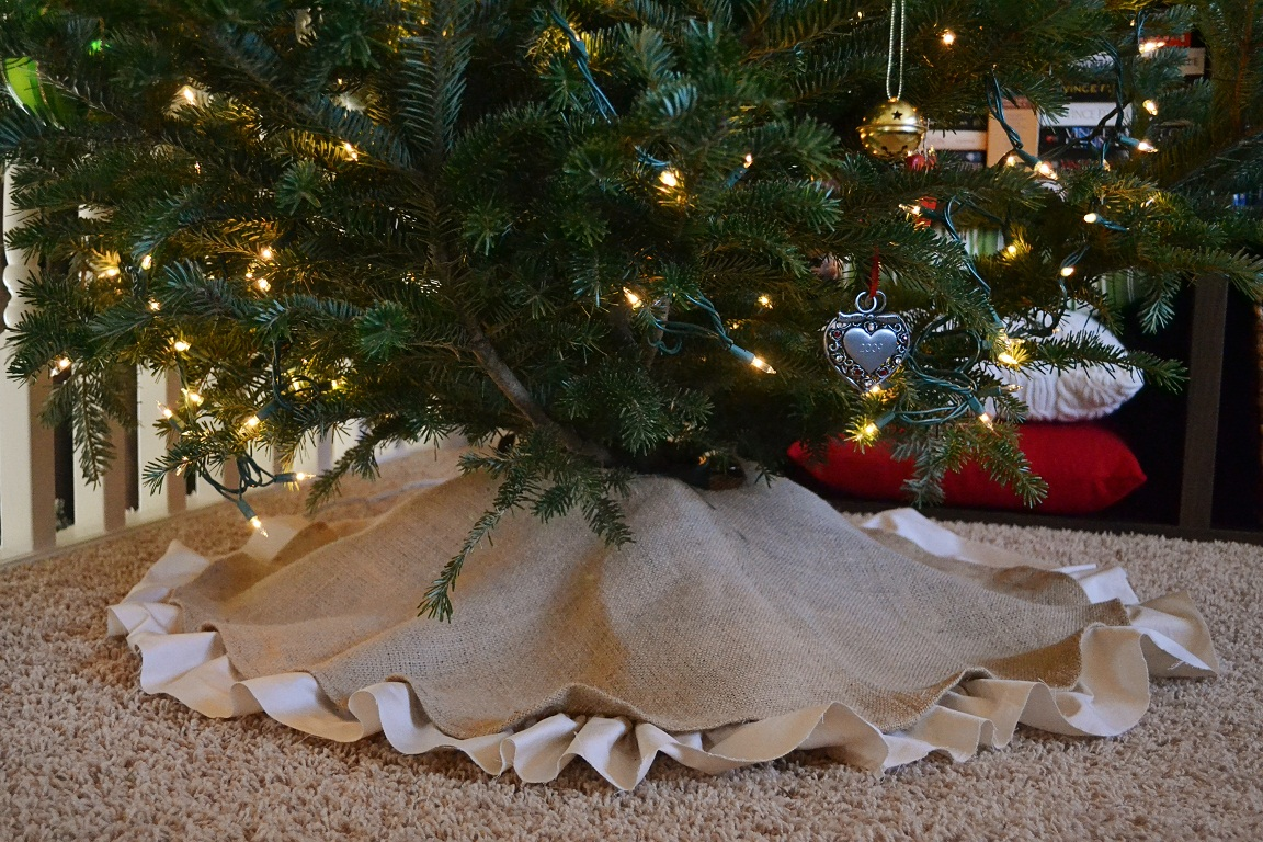 Dwelling cents easy christmas decor diy burlap tree skirt