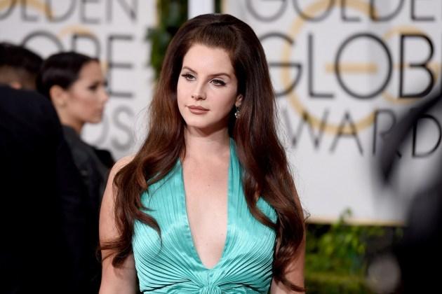 Lana Del Rey pone una orden de restricción contra dos fanáticas rusas obsesivas.