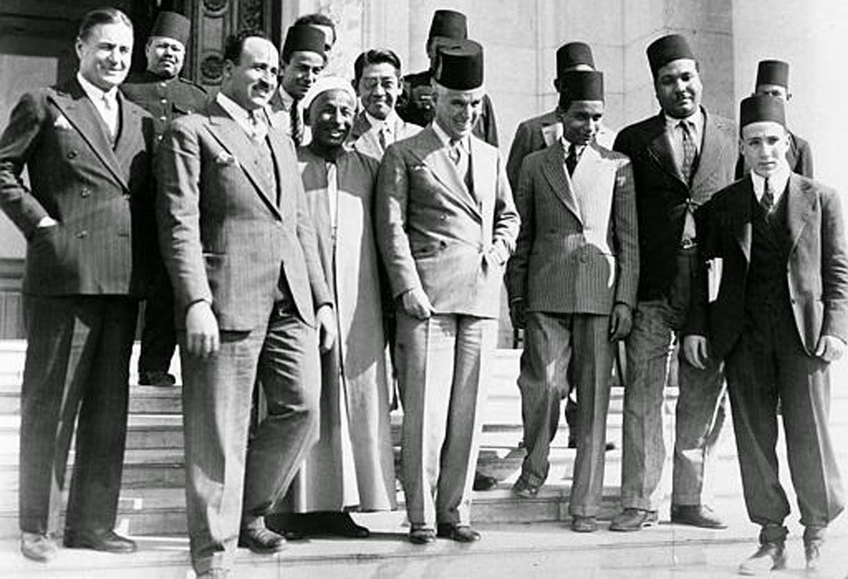 سلسلة اللطائف المصورة - صفحة 2 Chaplin-19March1932-Egypt%2B-%2BTreated