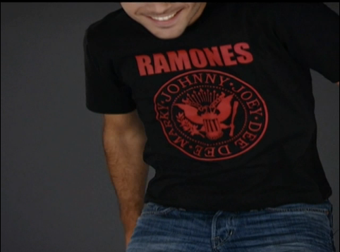 Personalizar camisetas com alfinetes