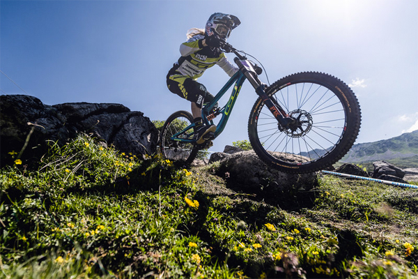 2015 Lenzerheide UCI World Cup Downhill: Practice Highlights Rachael Atherton