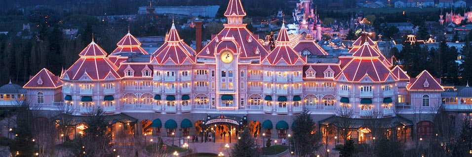 Disneyland exclusive places sleeping beauty suite for Hotels eurodisney