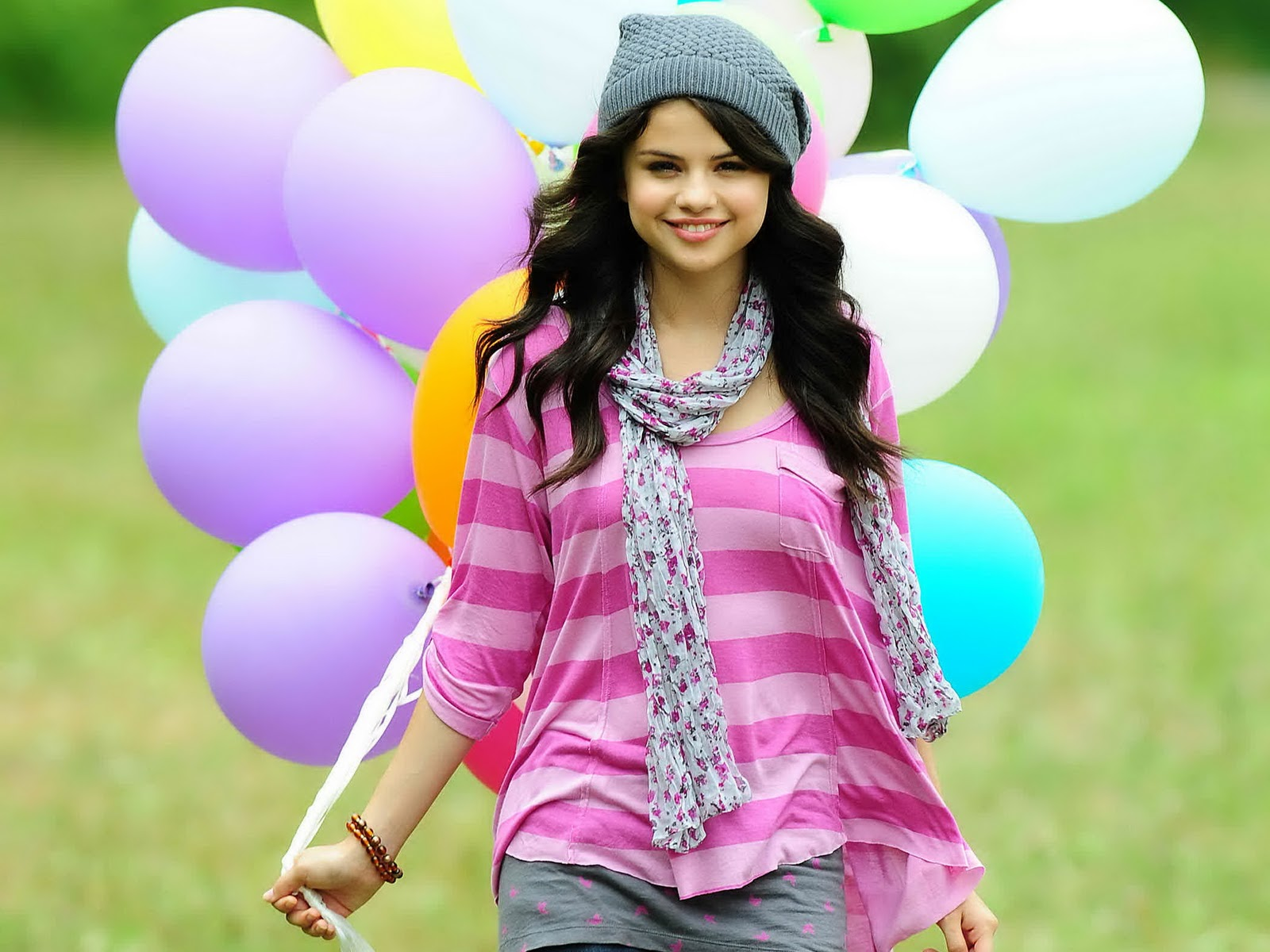 free selena gomez celebrity wallpaper - download online celebrities