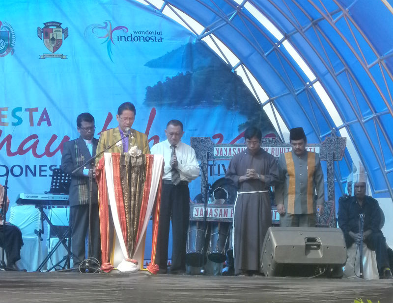 Acara Pesta Danau Toba 2012 Secara Resmi Dibuka