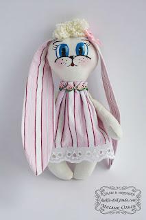 "<img src=""http://maslik-kukla.blogspot.com/2012/09/blog-post_7098.html#more"" alt=""игрушка текстильный заяц″ />"