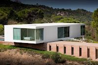 modelo de casa moderna rectangular blanca un piso