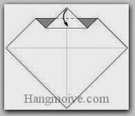 Bước 4: Gấp lớp giấy xuống dưới.