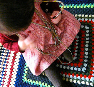 niña con collar
