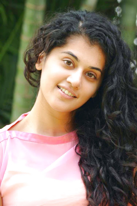 tapsee new looking - mogudu interview latest photos