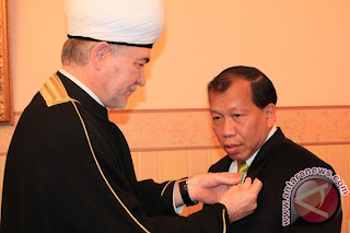 Hamid Awaluddin (kanan)
