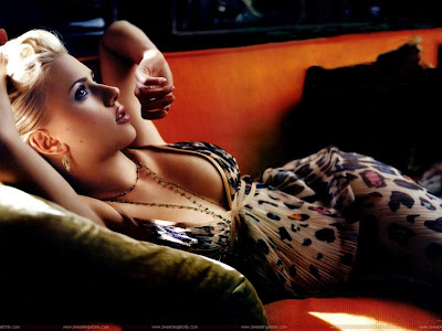 Scarlett Johansson Hollywood Glamour Girl Wallpaper