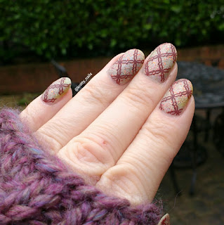 Apipila Super Plate B with Esmaltes da Kelly Naomi