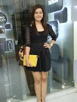 Rashi Kanna latest glam pics in Black-cover-photo