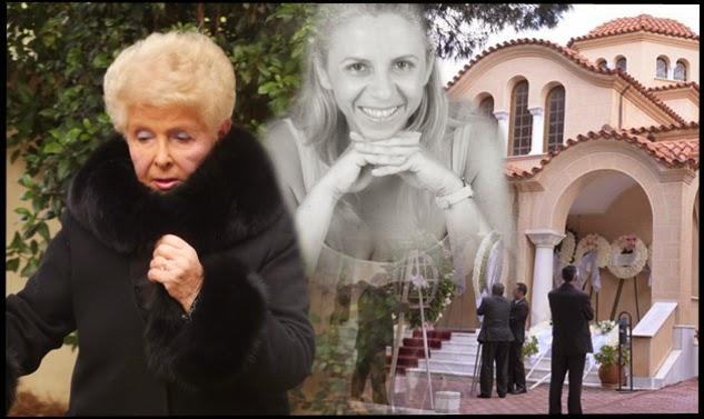 Σε βαρύ κλίμα και με τη θλίψη όλων ζωγραφισμένη στα πρόσωπά τους, έγινε λίγο μετά τις 3 το μεσημέρι στο νεκροταφείο της νέας Ερυθραίας, η κηδεία της Αλεξίας Αλεξιάδου που έφυγε ξαφνικά από τη ζωή τα ξημερώματα της Τετάρτης.  Τραγική φιγούρα η μητέρα της Αλεξίας Βέφα Αλεξιάδου αλλά κι η αδελφή της Άντζελα. Σιωπηλά πονούσε και ο σύζυγός της Βαγγέλης Κιτσάκης.