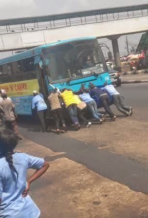 passengers pushing brt bus lagos