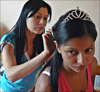 preparing the bride's hair