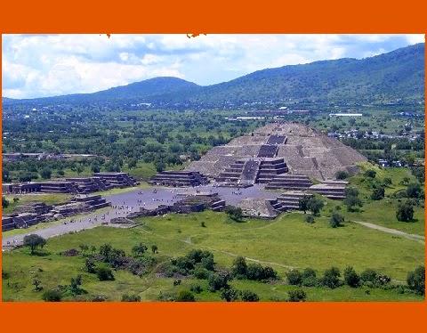 Teotihuacán, palavra que vem do idioma náuatle, pode ter sido abandonada por causa de um violento enfrentamento entre as elites políticas e os descendentes imigrantes, segundo as conclusões da arqueóloga. A especialista afirma que essa disputa tenha despovoado a monumental Teotihuacán.