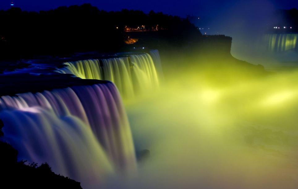 Cantiknya Pertunjukan Fenomena Cahaya Alami Air Terjun Niagara [ www.BlogApaAja.com ]
