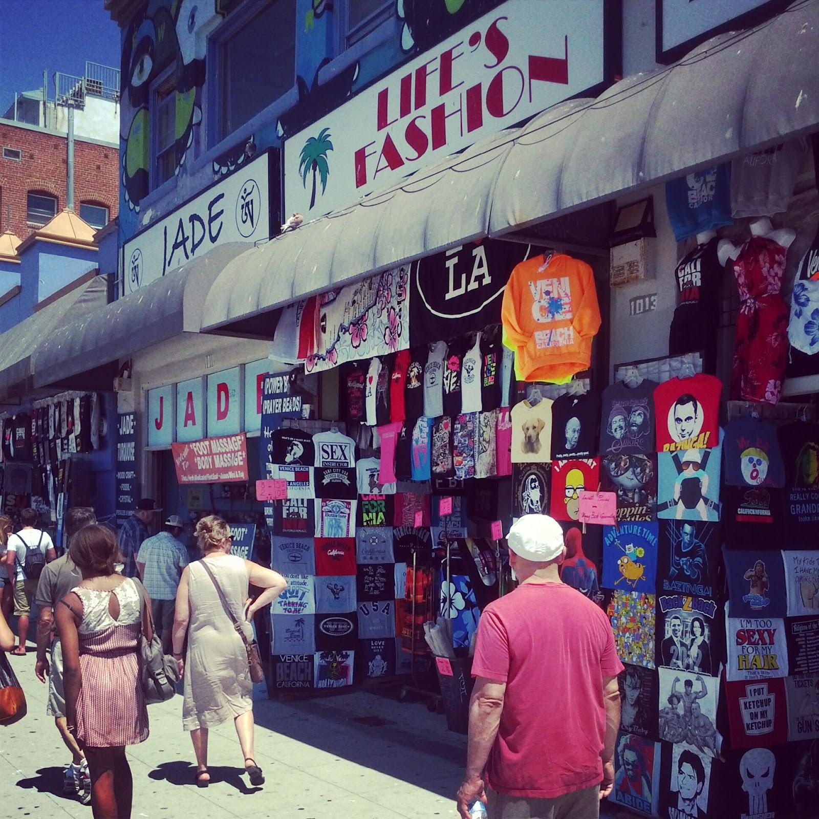 Где и как шоурумы покупают одежду