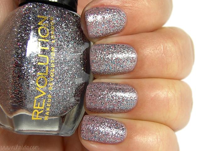 Makeup Revolution Glitter Nail Polish - License to Love