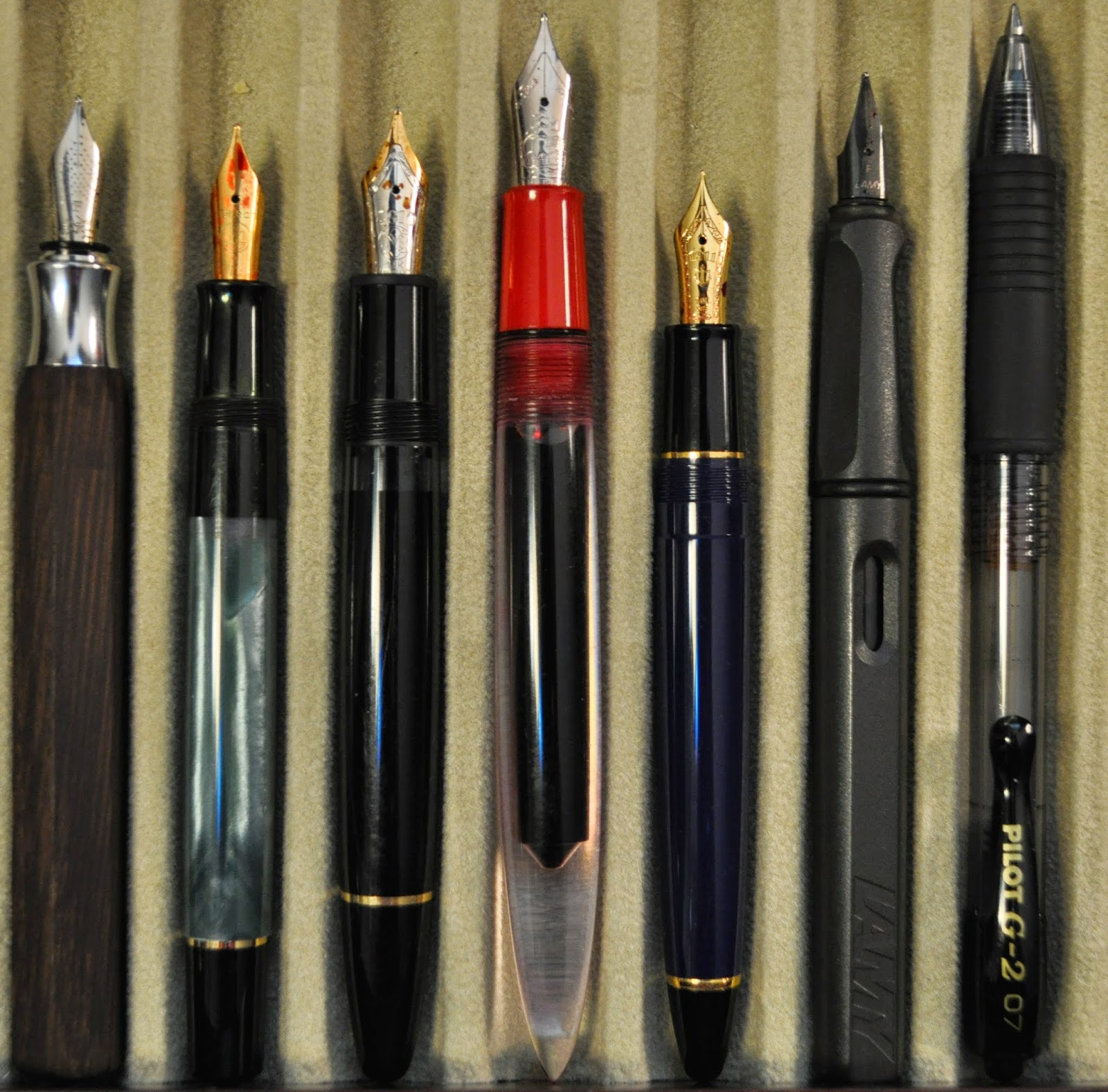 montblanc vs faber castell Faber castell's e-motion range have distinctive chunky barrels, which are incredibly comfortable to hold the e-motion collection comes in a wide variety of finishes: pearwood in a choice of three colours, a white satin resin with an engraved 'rhombus' design and laser engraved, polished resin, in .