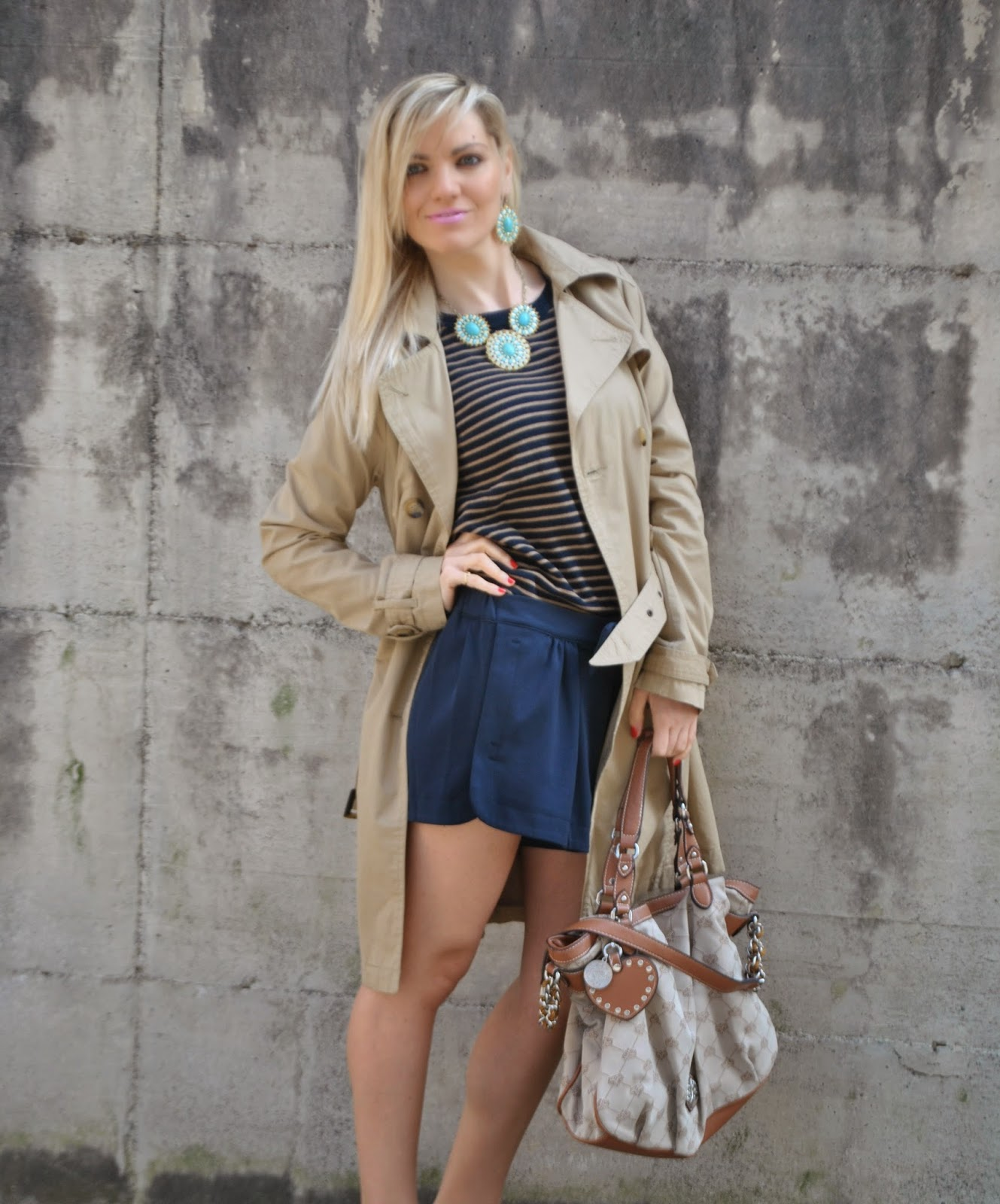 outfit trench cammello outfit shorts blu abbinamenti shorts come abbinare gli shorts outfit maglia a righe abbinamenti maglia a righe come abbinare la maglia a righe outfit olivia palermo outfit ispirato olivia palermo outfit trench olivia palermo mariafelicia magno fashion blogger colorblock by felym outfit aprile 2015 outfit primaverili donna spring outfit fashion bloggers italy fashion blogger italiane blog di moda ragazze bionde milano capelli biondi blondie blonde hair