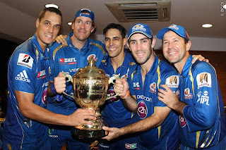 Ponting-Johnson-Oram-Maxwell-celebrates-MI-Win-IPL-2013