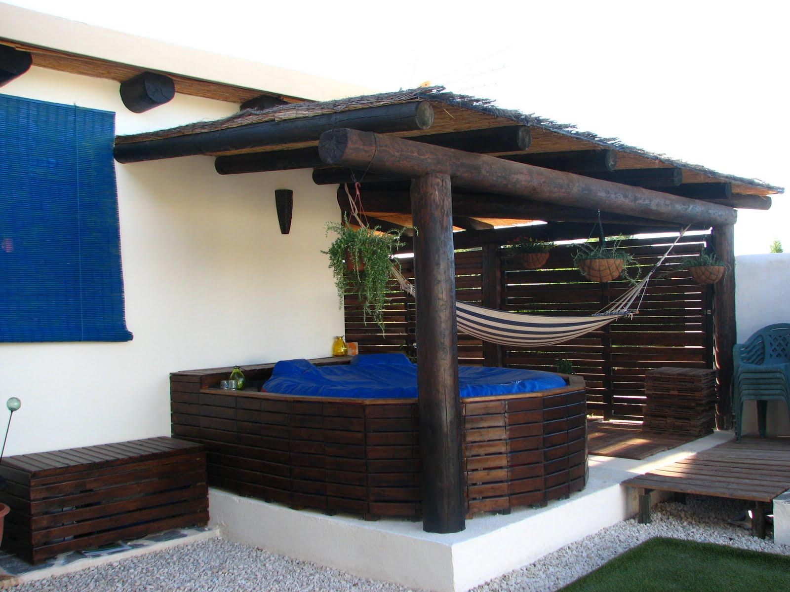 Nuestra casa de paja el patio de mi casa for Casas de madera para patios