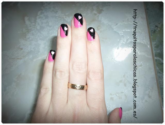 manicura corazon negro y rosa
